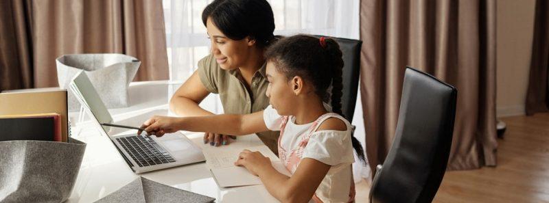 Curso online e gratuito auxilia pais a orientar filhos na internet - August de Richelieu no Pexels