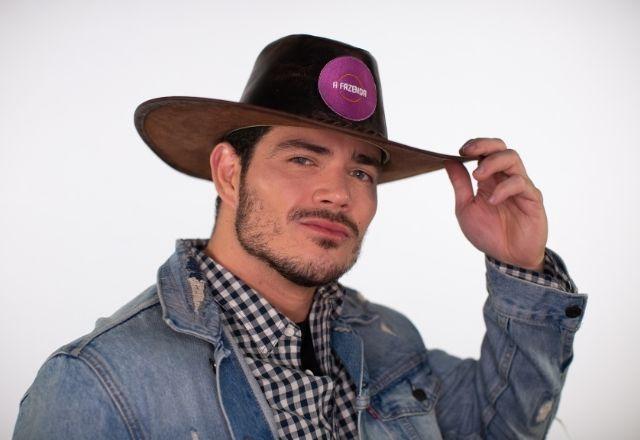 JP Gadêlha – O bombeiro e digital influencer, de 28 anos, na verdade, chama Juliano e mora em Feira de Santana, no interior da Bahia. JP também participou do reality show The Circle, da Netflix – Foto: Divulgação/Record TV