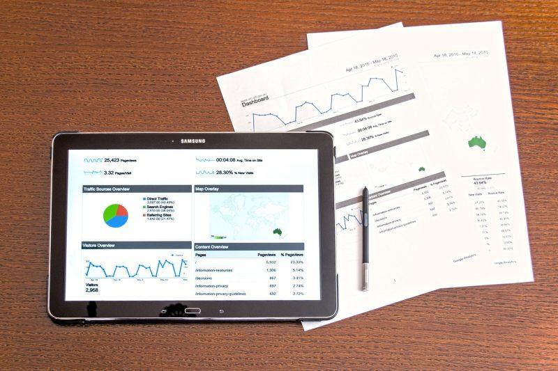 Antes de virar o famoso Google, os dois fundadores, estudantes de doutorado na época, Sergey Brin e Larry Page, dissertaram sobre as propriedades técnicas de um buscador capaz de rastrear toda a web e listar as páginas mais vistas. – Foto: Pixabay/Reprodução/ND