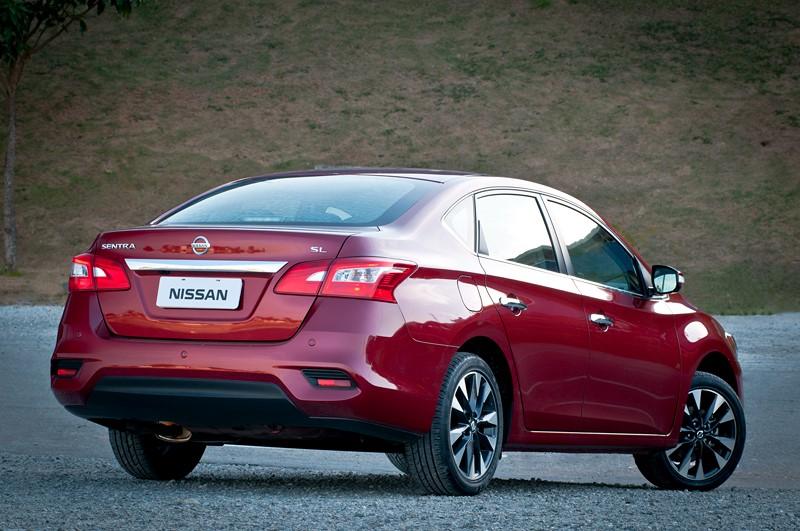 Nissan Sentra: modelos usados podem ser boas opções para quem pretende trabalhar como Uber Black. Tem um bom nível de equipamentos, é relativamente econômico por ser 2.0 e acomoda bem passageiros e bagagens - Foto: Divulgação/Nissan /Garagem 360/ND