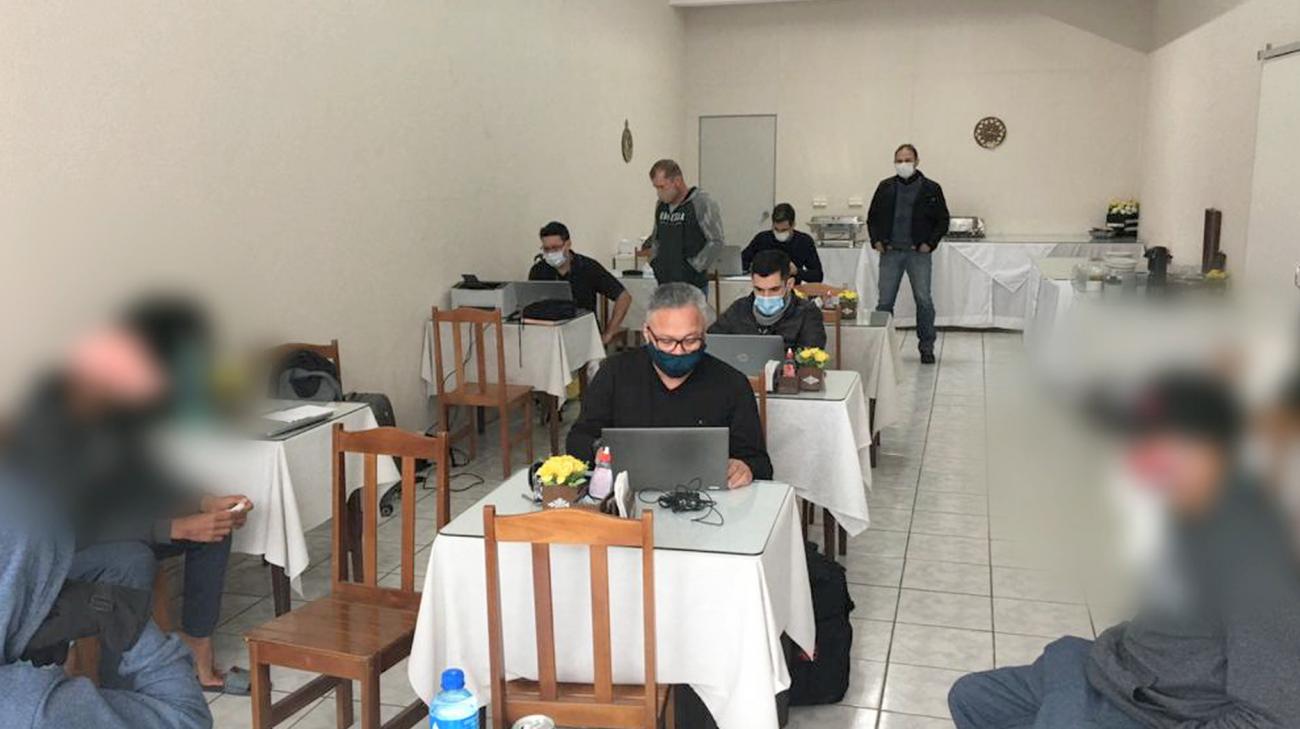 Fiscais atendem trabalhadores resgatados - Divulgação/ND