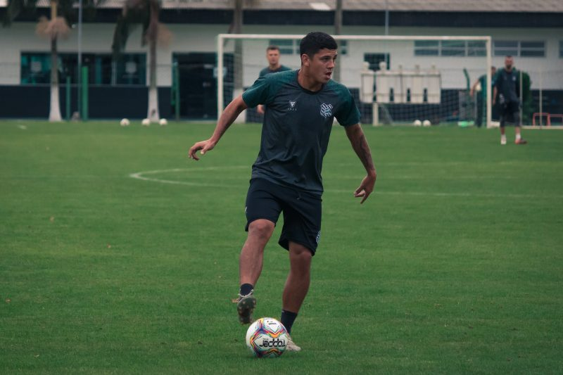 Patrick durante treinamento do Figueirense; jogador pode estar de saída do clibe – Foto: Patrick Floriani/FFC