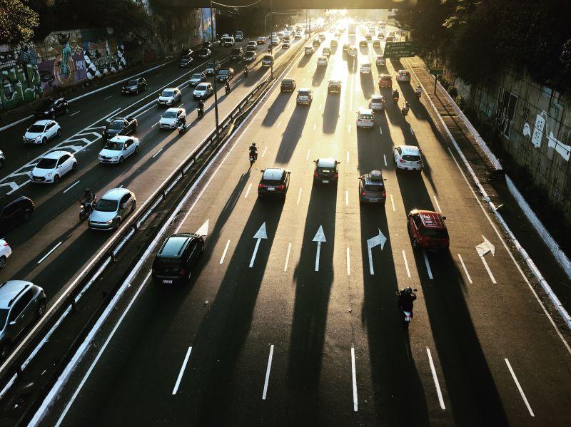 Dia Mundial sem Carro: entenda os impactos da poluição dos transportes automotivos - Foto de Victor Sánchez Berruezo no Unsplash
