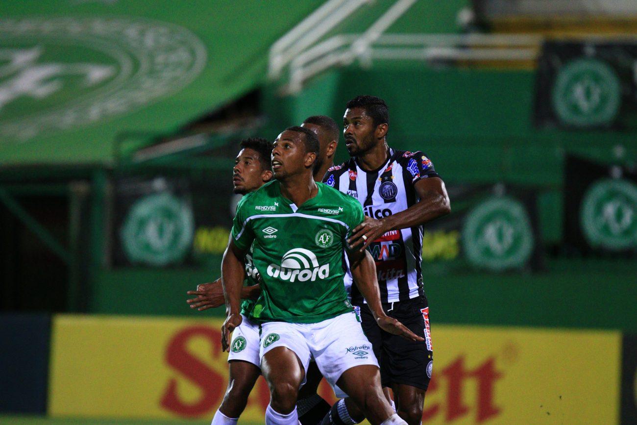 Apesar de um primeiro tempo morno, a Chape garantiu a vitória. - Márcio Cunha/ACF/Divulgação