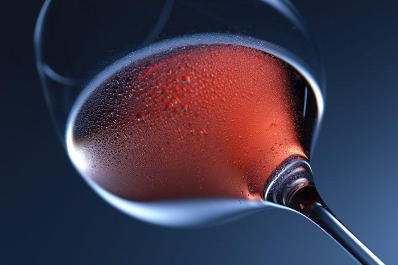 Mais de 30 pessoas morreram nos últimos meses envolvendo o mesmo tipo de vinho – Foto: Dirk Wohlrabe/Pixabay