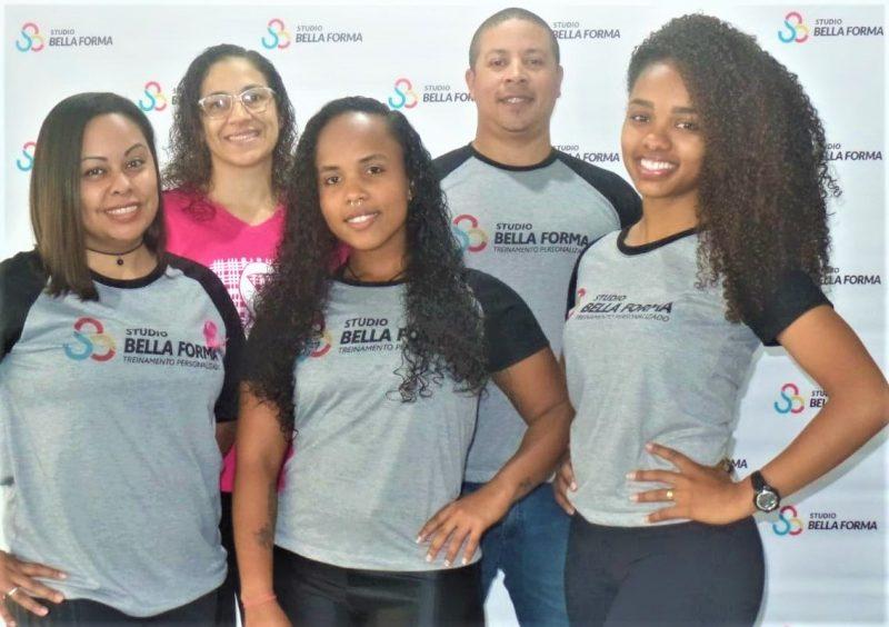 Murilo Silva, sua mulher Débora e a equipe do Studio Bella Forma – Foto: Divulgação