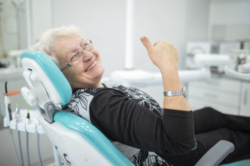 Tecnologia devolve dentes fixos em menos tempo e com segurança – Foto: Getty Images/iStockphoto/ND