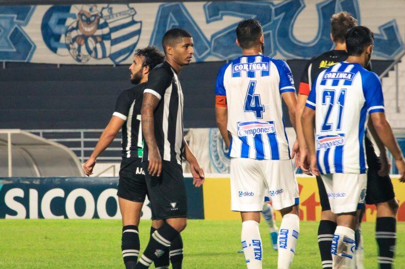 Figueirense é goleada por 3 x 0 pelo CSA; time de Alagoas quer tirar proveito do retrospecto recente sobre o Alveingro – Foto: Andrey de Oliveira/FFC