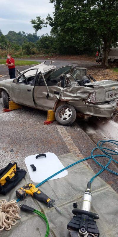 A dinâmica do acidente não foi informada, contudo, a PRF (Polícia Rodoviária Federal) fez um laudo da batida. O motorista do caminhão não se machucou.