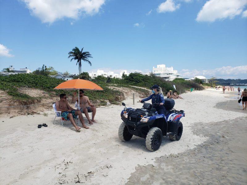 Guarda Municipal de Florianópolis fez ronda pelas praias e orientou banhistas sobre isolamento social e regras de uso do espaço, como em Jurerê – Foto: GMF/Divulgação/ND