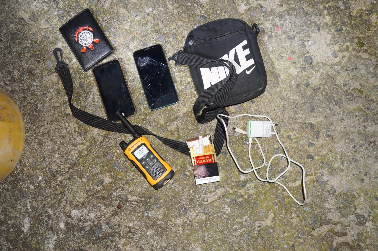 Outros objetos foram encontrados com os envolvidos - Divulgação/PMSC/ND