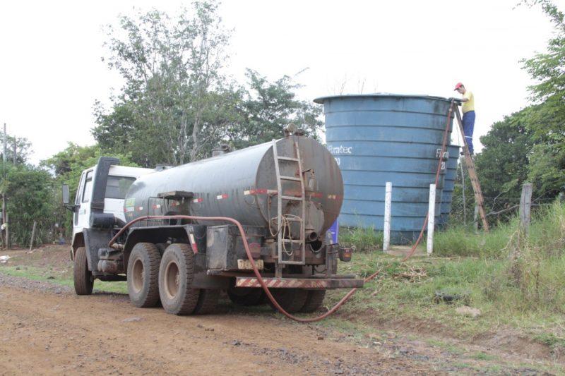 Comunidades do interior estão recebendo abastecimento de água com caminhões pipa – Foto: Prefeitura de Chapecó/Divulgação