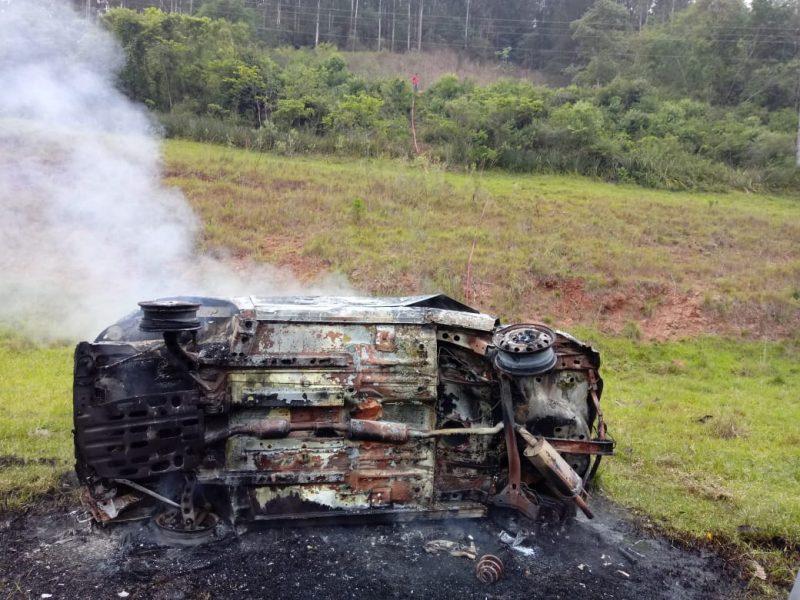 Uma mulher sobreviveu após um violento acidente de trânsito, nesta manhã de quinta-feira (29), na SC-473 entre Lindóia do Sul e Ipumirim, na região Oeste de Santa Catarina. – Foto: Rádio Atual FM/ND
