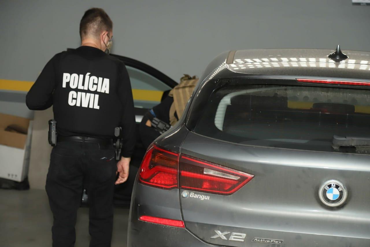 O delegado Lucas de Almeida tem dez dias para fechar o relatório e fazer ou não o indiciamento dos três suspeitos presos e do suspeito investigado na operação - Celso Renner/Polícia Civil/ND