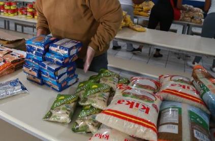 Kits de alimentação são distribuídos pelo Estado desde junho – Foto: Secom/Divulgação/ND
