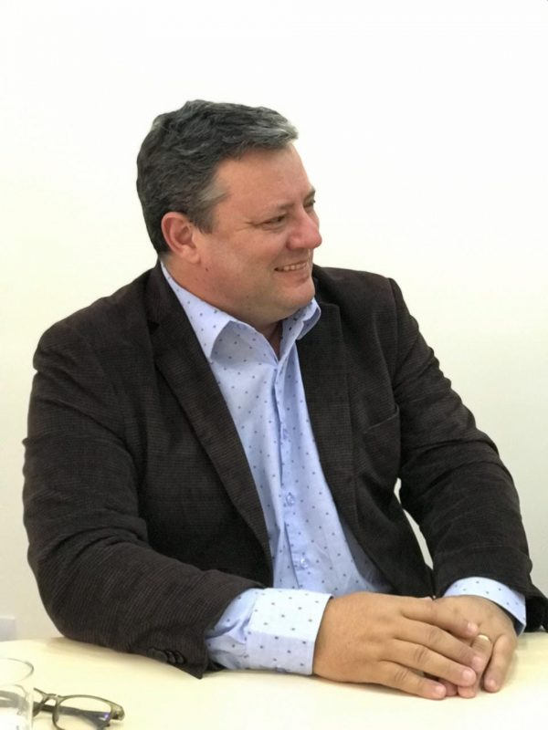 Prefeito de Camboriú, Élcio Kuhnen (MDB), testou positivo para o novo coronavírus no dia 23 de outubro. Ele estava assintomático, mas semanalmente realizava o teste rápido para Covid-19. Mesmo com resultado negativo, passou pelo teste RT-PCR que comprovou a doença. O prefeito foi reeleito neste domingo (15) com 55,46% dos votos válidos – Foto: Reprodução