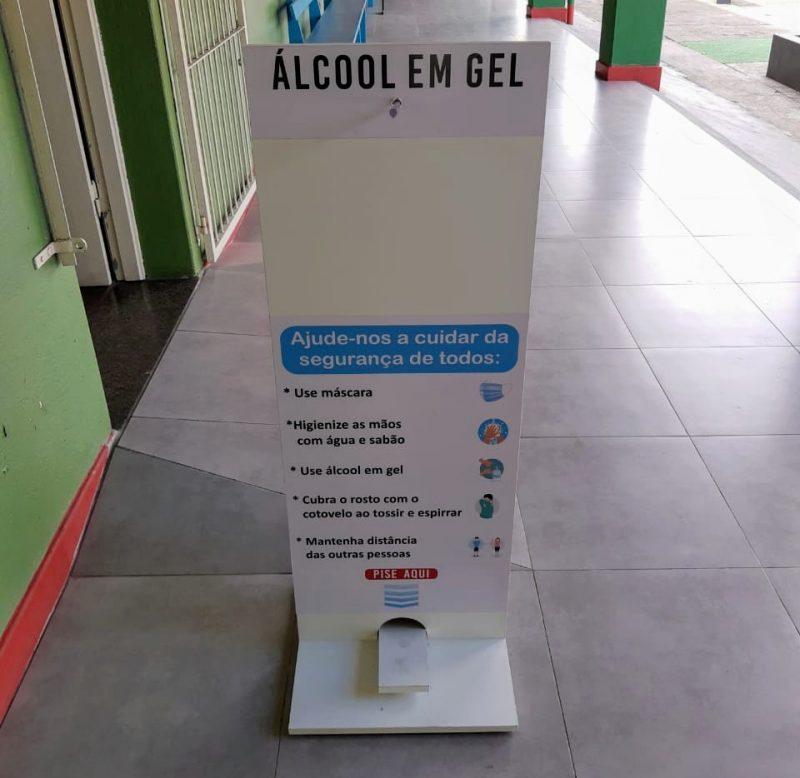 Álcool em gel também terá que ser disponibilizado para os alunos nas unidades – Foto: CRE Blumenau / SED