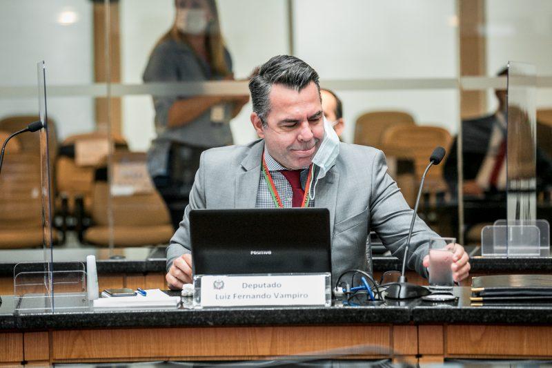 Deputado Luiz Fernando Vampiro (MDB) durante votação do impeachment – Foto: Divulgação/Agência Alesc/ND