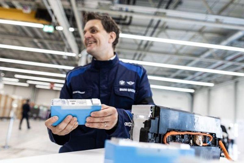 BMW vai produzir módulos de bateria para carros elétricos - Divulgação/ BMW