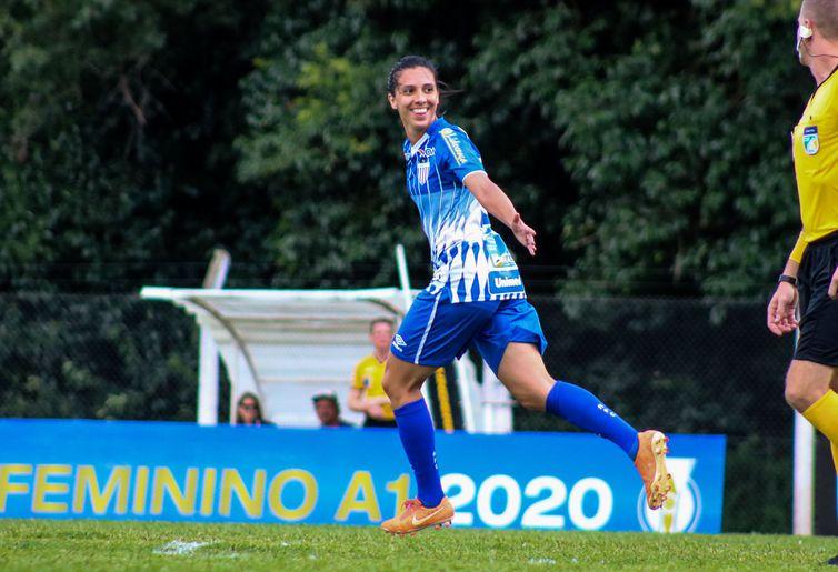 A meia Julia Bianchi foi revelada pelo time da cidade de Caçador – Foto: Andrielli Zambonin/Avaí/Kindermann/ND