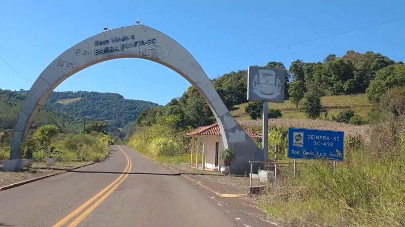 Portal de entrada do município de Barra Bonita, Oeste de SC. É certo dispensar licitação para fomentar a campanha do agasalho? – Foto: Reprodução/Youtube/ND