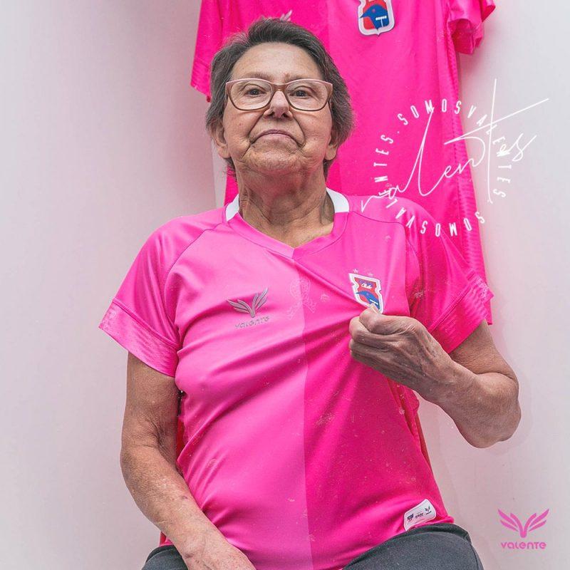 O Paraná Clube lançou a camisa especial para o Outubro Rosa. No entanto, o uniforme será vendido apenas no modelo feminino – Foto: Divulgação/RuiSantos/ND