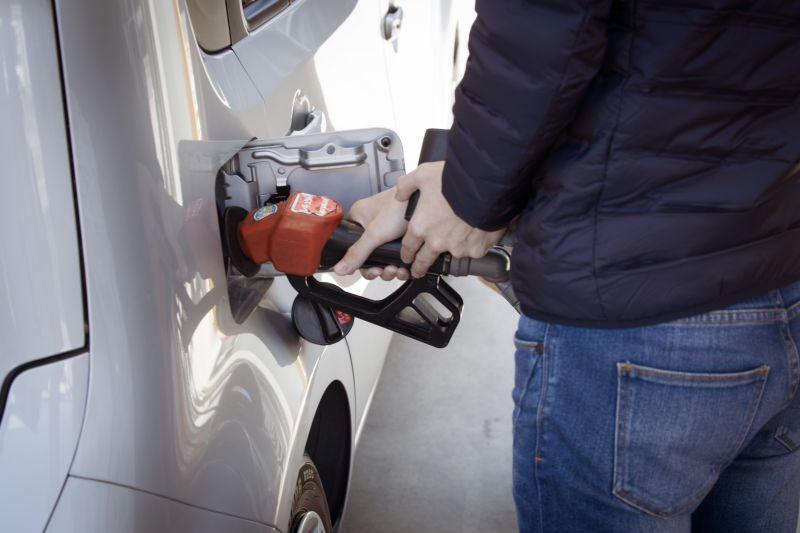 Preço da gasolina em outubro: combustível sobe 0,64% na primeira quinzena do mês - Foto de sippakorn yamkasikorn no Unsplash