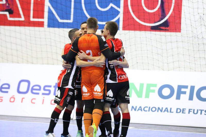 Goleada amplia a vantagem tricolor, que está a um empate das semifinais – Foto: Juliano Schmidt/JEC/Krona