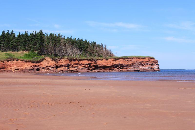 Tons de vermelho também podem ser observados na bela Cabot Beach, localizada na Ilha Prince Edward, no Canadá - Shutterstock.com - Shutterstock.com/Rota de Férias/ND