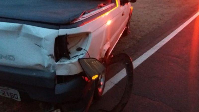 Carro teve pouco estrago com a batida do motociclista – Foto: PMRv
