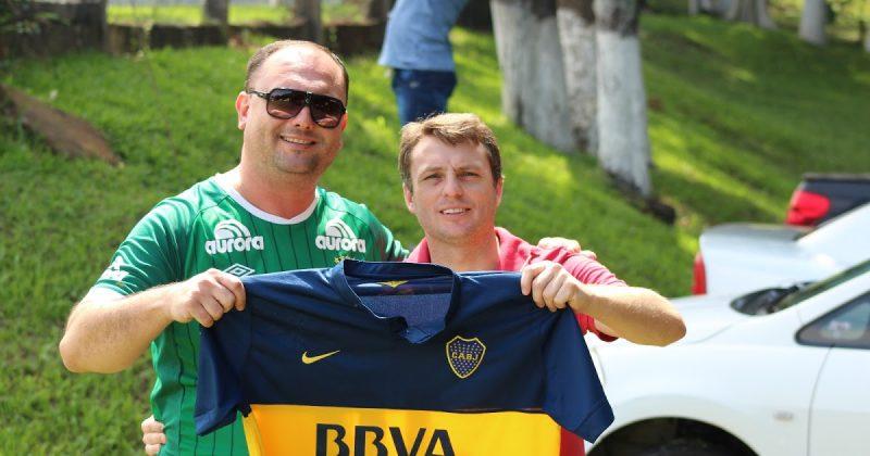 Douglas Dorneles (a esquerda): o repórter de 36 anos era repórter esportivo da Rádio Chapecó e acompanhava o clube diariamente. – Foto: Arquivo Pessoal