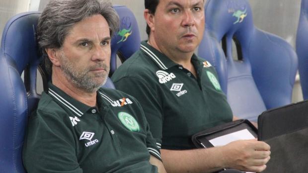 Duca (a direita): Eduardo de Castro Filho, de 39 anos, era auxiliar técnico da Chapecoense. – Foto: Reprodução/Chapecoense