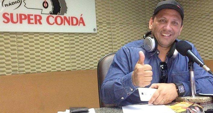 Edson Picolé: Edson Luiz Ebeliny tinha 54 anos e era repórter esportivo e setorista da Chapecoense pela rádio Super Condá. Estava na emissora desde 2003. – Foto: Arquivo Pessoal