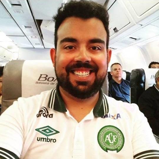 Gilberto Pace Thomaz: tinha 29 anos e era assessor de imprensa da Chapecoense. Também trabalhou como repórter esportivo na Rádio Chapecó e no – Foto: Arquivo Pessoal