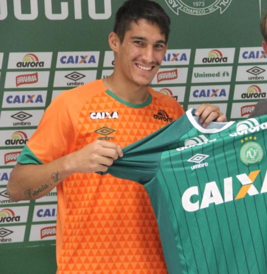 Gimenez: Guilherme Gimenez de Souza, era o lateral-direito, de 21 anos, foi revelado pelo Botafogo. Nasceu em Ribeirão Preto (SP) e chegou na Chapecoense em 2016. – Foto: Reprodução/Chapecoense