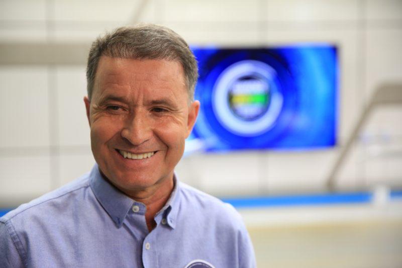 Ao fim do debate, Darci de Matos ressaltou que ele e seu vice são os mais preparados para administrar a cidade e que está animado e confiante em relação à campanha – Foto: Carlos Jr./NDTV