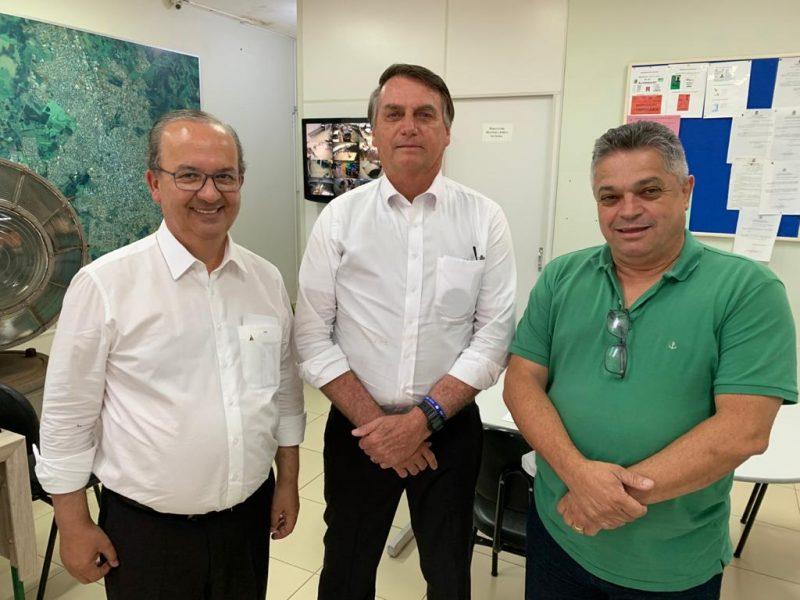 Presidente solidário com candidato – Foto: Divulgação