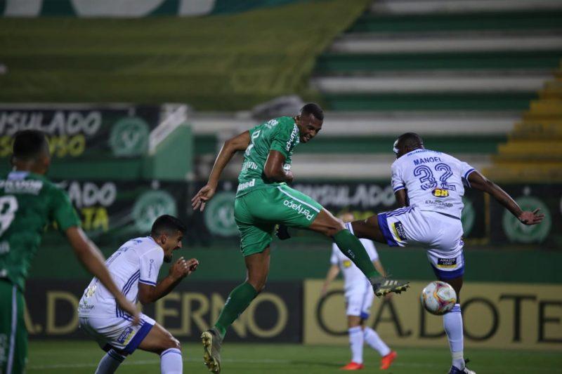 Cruzeiro encerra série invicta da líder Chapecoense na Série B – Foto: Márcio Cunha/ACF