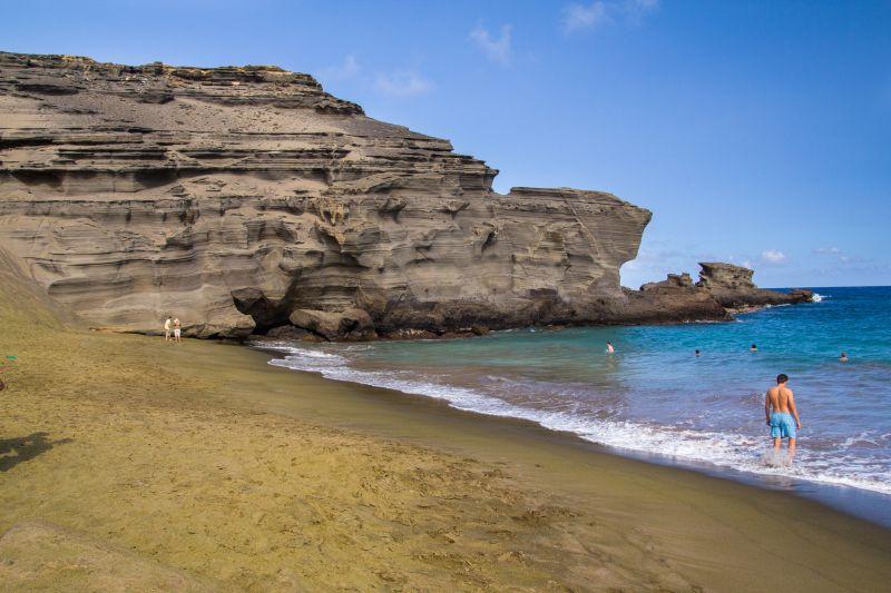 Por causa dos minerais, a coloração esverdeada da areia chama a atenção de quem passa pela praia de Papakolea, no Havaí - Shutterstock.com - Shutterstock.com/Rota de Férias/ND