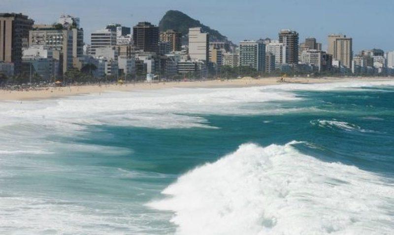 Prefeitura do Rio de Janeiro voltou a proibir permanência nas faixas de areia, funcionamento de bares e até estacionamento na orla – Foto: Foto: Agência Brasil / EBC
