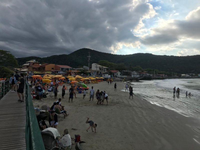 Praia da Armação, no Sul da Ilha, na tarde deste domingo (1º) – Foto: Caroline Oliveira/NDTV