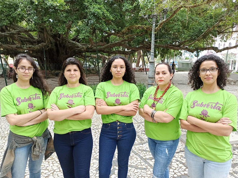 Cinco mulheres formam o primeiro mandato coletivo de Florianópolis: Marina Caixeta, Cíntia Mendonça, Mayne Goes, Joziléia Daniza Kaingang e Lívia Guilardi – Foto: Rafael Bessa/Divulgação/ND