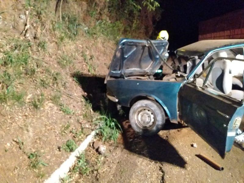 Motorista do Ford Corcel, um idoso de 72 anos, morreu com o impacto da batida – Foto: Corpo de Bombeiros de Cunha Porã