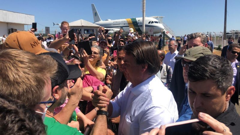 Presidente encontrou apoiadores no aeroporto de Chapecó – Foto: Willian Ricardo/ND