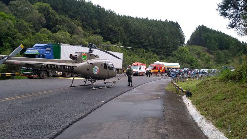 Aeronave da PM auxiliou na remoção das vítimas. – Foto: Corpo de Bombeiros/Divulgação