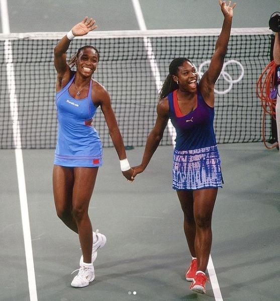 Serena e Venus Williams despontaram no tênis no final dos anos 1990 e não pararam mais. As irmãs somam 30 títulos de Grand Slam só em simples – 23 de Serena e sete de Venus. A rivalidade entre as duas, que têm um ano de diferença, sempre impulsionou a carreira da dupla que também empilha títulos juntas. São 14 títulos de Slam nas duplas. Cada uma delas tem, ainda, um ouro olímpico em simples e três em duplas. Elas são as únicas que possuem o Golden Slam do tênis – o ouro olímpico e os quatro Grand Slams– Foto: Reprodução/Instagram/ND