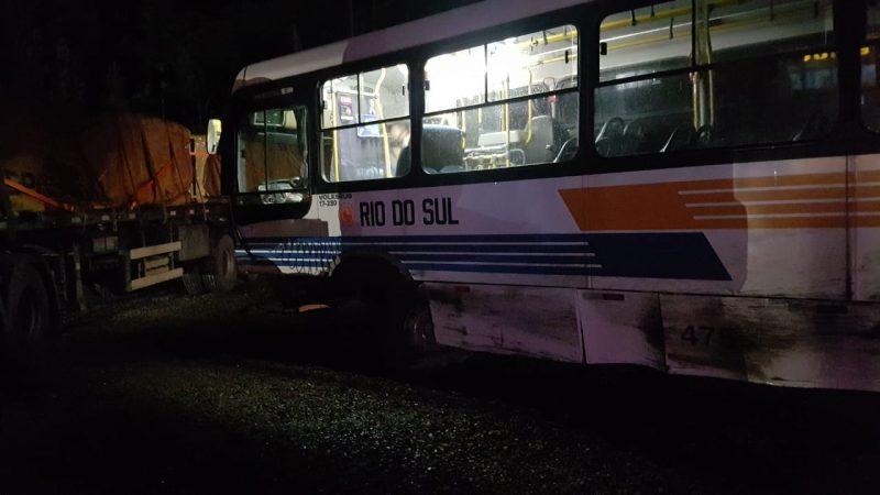 Acidente com ônibus ocorreu na BR-470 em Rio do Sul – Foto: Divulgação/ND