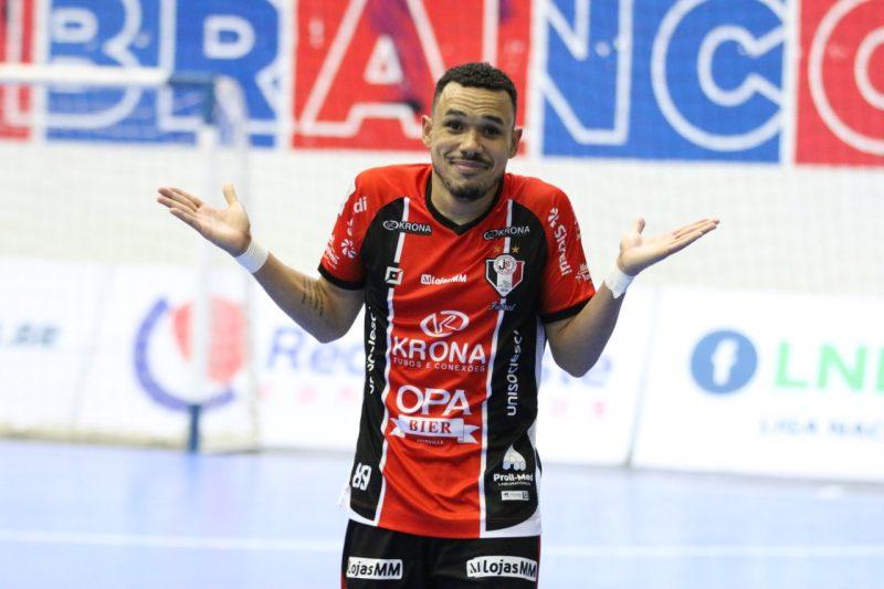 Dieguinho marcou três no jogo de ida e já soma 11 gols nesta Liga Nacional – Foto: Juliano Schmidt/JEC/Krona