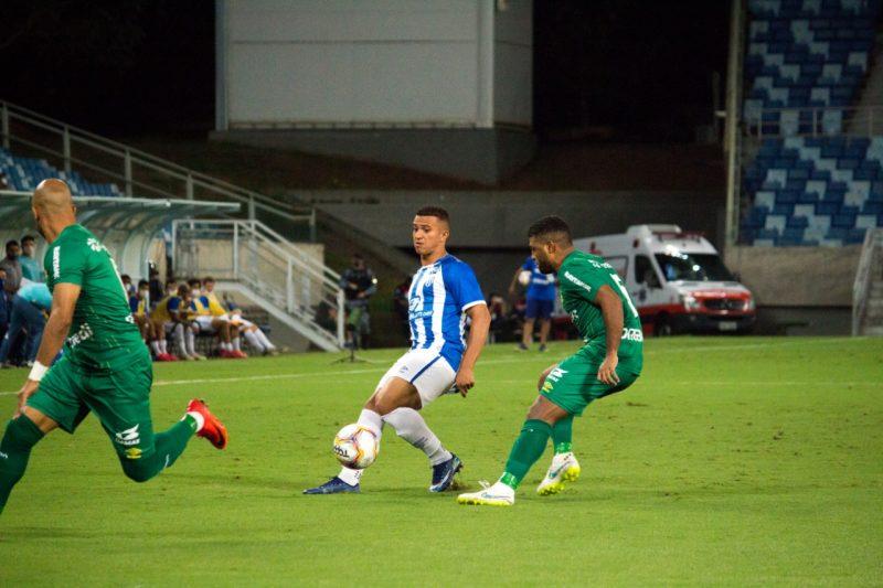 Avaí, de Romulo, até conseguiu o empate mas sofreu o gol no último minuto – Foto: André Palma Ribeiro/Avaí FC/divulgação