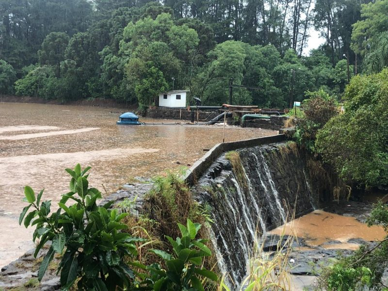 Em Chapecó, chuva do fim de semana amenizou situação do Lajeado São José que abastece a cidade – Foto: Internet
